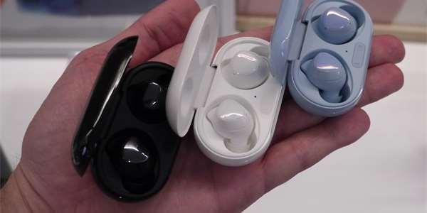 Nová generace sluchátek Samsung Galaxy Buds+ ve třech barevných variantách
