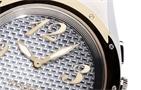 """Variantu """"Sparkling Allure"""" představuje devatenáctiletá Slovenka Dominika  Cibulková. Stylové hodinky doplňuje bílý kožený řemínek a dekorační kamínky d7c78f4c4c3"""