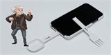 Kravina týdne: Pouzdro na mobil se lžící a vidličkou pro nerušené surfování u jídla
