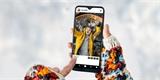 T-Mobile naděluje. Pro zákazníky má telefony za korunu, data, kredit a TV kanály zdarma