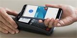 Majitelé iPhonů platí mobilem častěji než zákazníci s Androidem, zjistila banka