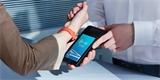Xiaomi spolupracuje s Mastercard. Přivezlo chytrý náramek, se kterým zaplatíte v obchodě