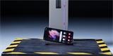 Padá skládačka, něco si přej. Podívejte se na záběry z crash testu Samsungu Galaxy Z Fold3