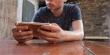 Apple dál hází hráčům klacky pod nohy. Na iPhonech dovolí streamování her, ale s absurdní podmínkou