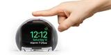 Plexisklová koule NightWatch promění hodinky Apple Watch ve stylový budík na noční stolek