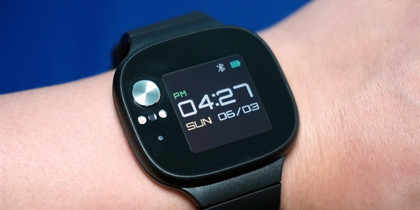 760a808a82b Hodinky Asus VivoWatch BP změří krevní tlak a baterie vydrží skoro měsíc –  MobilMania.cz