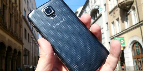 Testujeme novinku jara: Samsung Galaxy S5 [video]