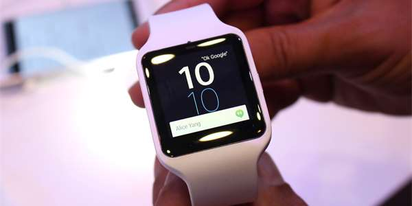 Sony  zkusili jsme chytré hodinky a náramek  IFA  – MobilMania.cz 30195f3f15e