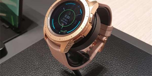 85a68bb5e3f Samsung začíná prodávat hodinky Galaxy Watch. Konkurenci překonají ...