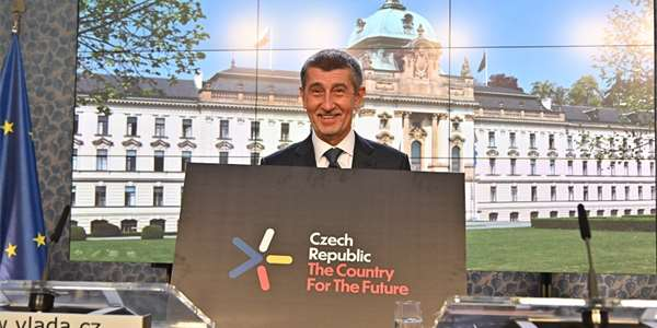 Premiér v Praze představuje nový program <strong>Czech Republic The Country For The Future</strong>.