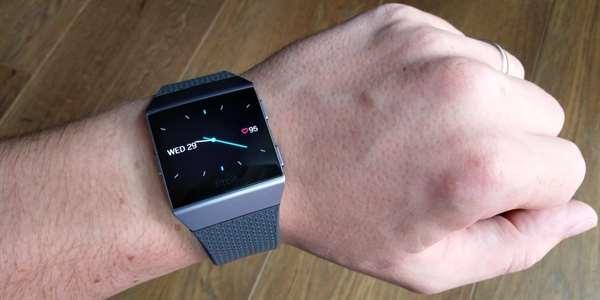 ee68eecb2e0 Fitbit Ionic  chytřejší náramek v hodinkovém provedení  recenze  - 3 ...