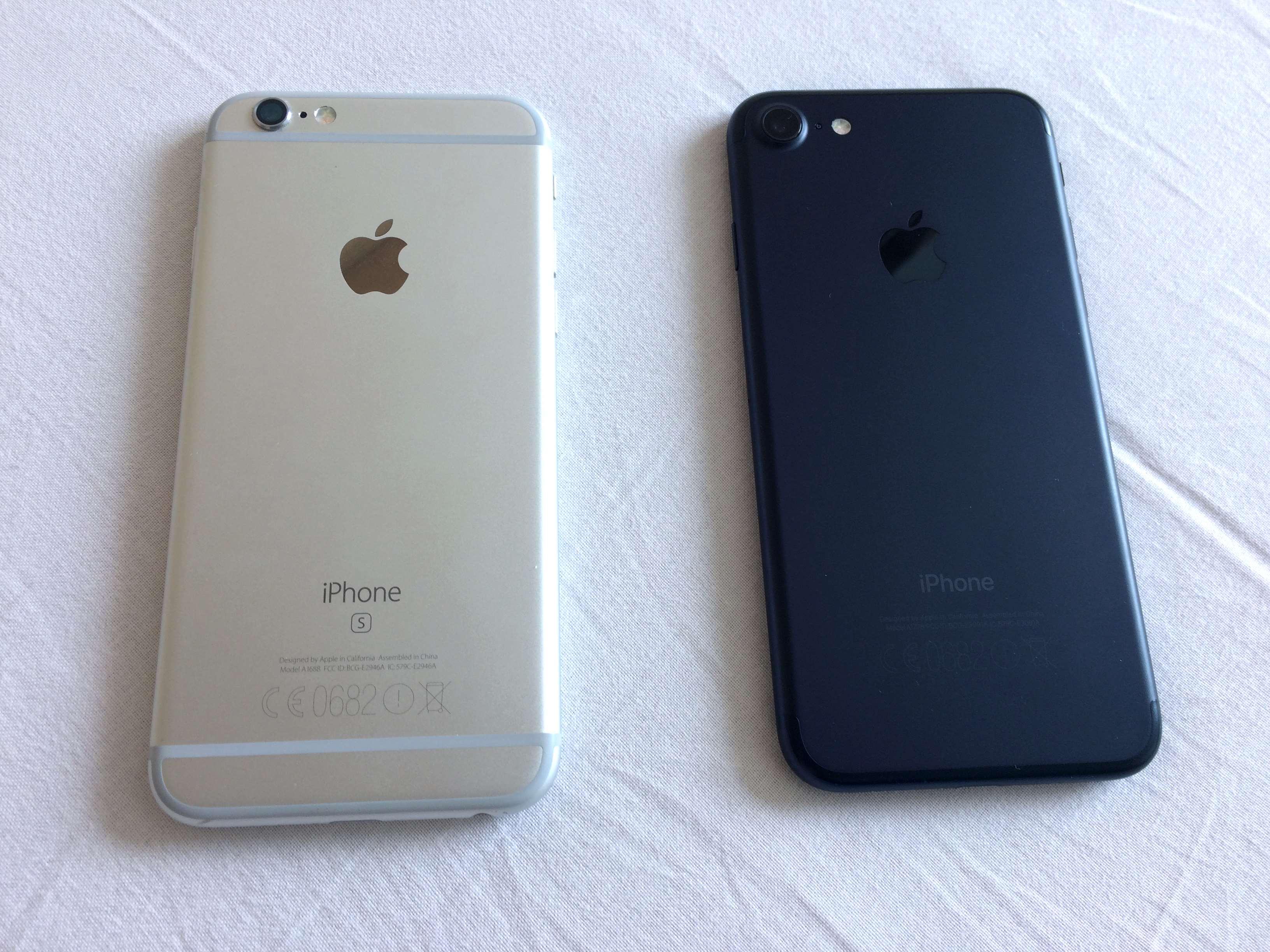 iPhone 7 konečně omezil plastové pruhy na zádech a zůstaly u něj jen ty na  okrajích. 12e5d10f11a