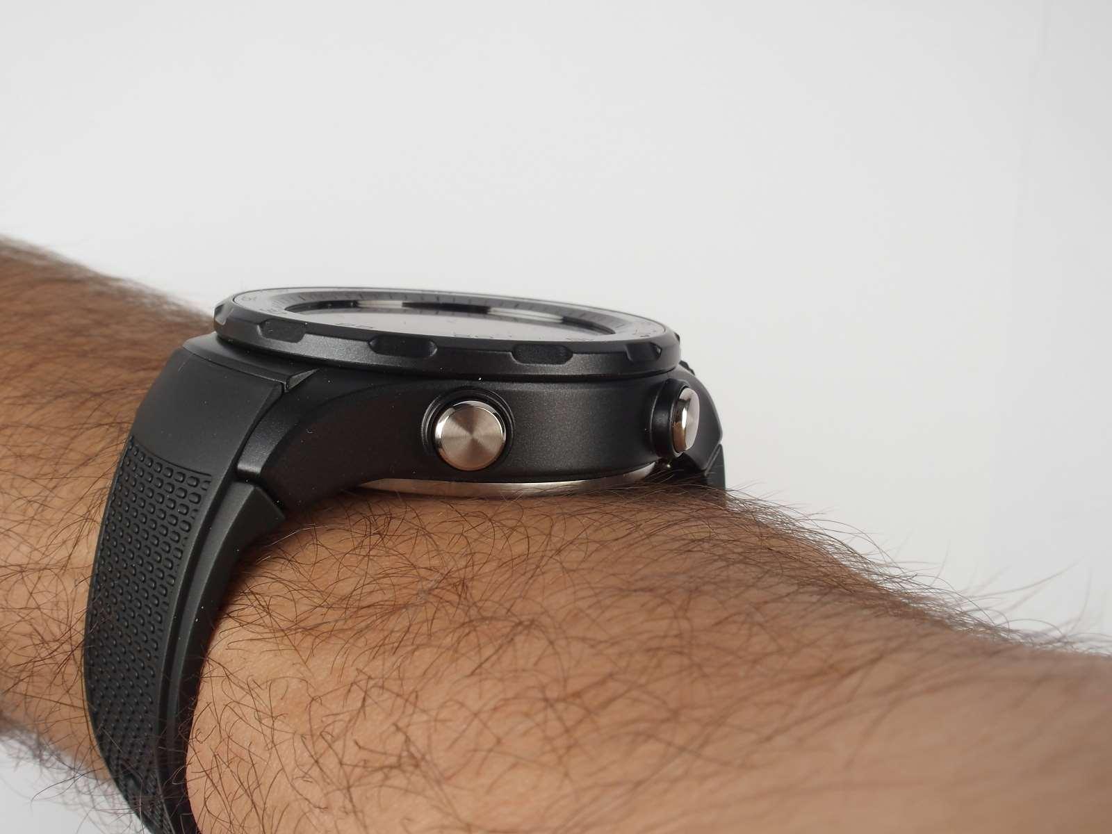 Hodinky jsou proti první generaci Huawei Watch výrazně tlustší df9da9d938