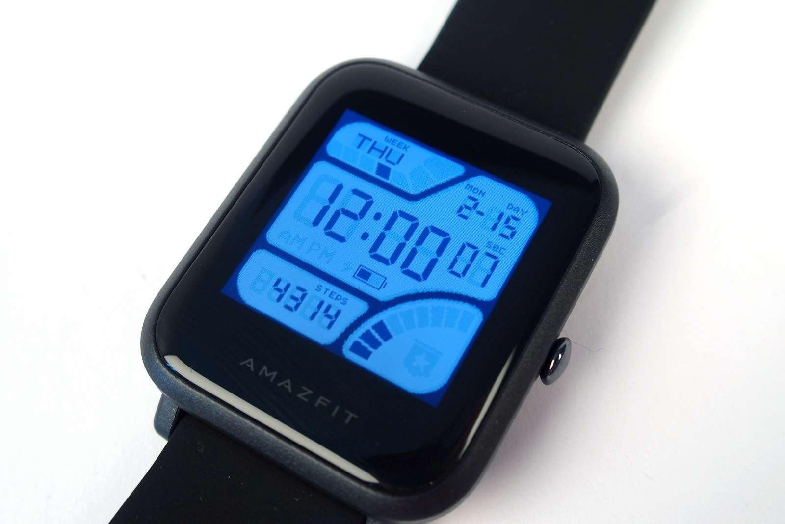 194846c79ed Vybrali jsme 13 povedených chytrých hodinek a náramků. Nejen pod ...