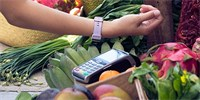 The first smart bracelet to pay at the store. Fitbit Charge 3 SE is on sale