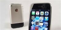 LEGENDY: Po letech jsme zapnuli první iPhone. Byl pro smích, go for the let změnil svět