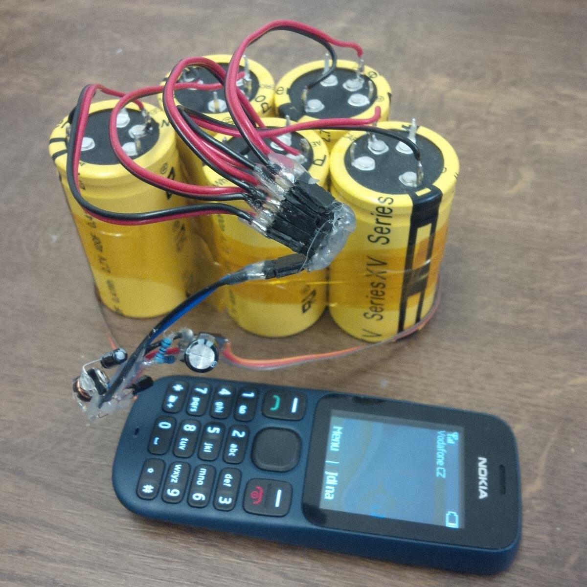 Superkondenzátor: Češi umí nabít mobil za 4 minuty